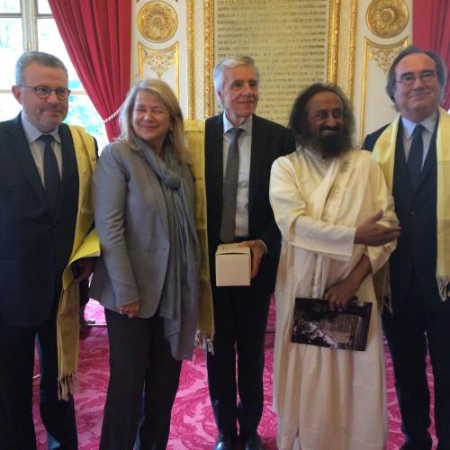 Sri Sri Ravi Shankar, Maître spirituel indien, non-violence, cohésion sociale, médiations, Colombie, FARC, paix