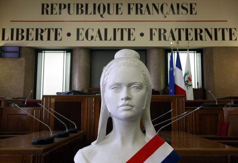 4524048_3_1355_un-buste-de-marianne-symbole-de-la-republique_e35243e71ddef5e23e1a35f5e44f0740.jpg